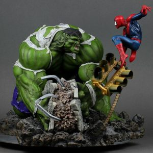 HULK VS SPIDERMAN REGULAR VERSION DIORAMA - SIDESHOW COLLECTIBLES