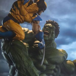 Hulk and Wolverine Maquette Regular with custom Head - SIDESHOW